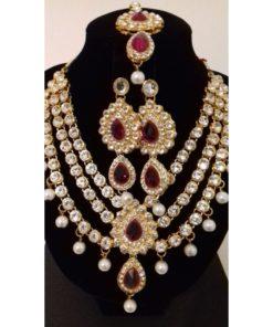 Parure 6 - Collier avec pierres blanches scintillantes et rose, boucles d'oreilles et bijoux de front assortis
