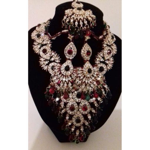 Parure Mariée 4 - Ensemble 4 pièces comprenant le gros collier avec pierres blanches, vertes et rouges, ses boucles d'oreilles et son bijoux de front (tikka)