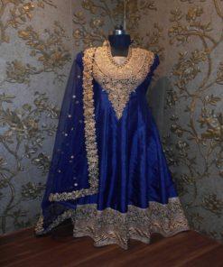 Robe Indienne - Ensemble 3 pièces comprenant la longue robe (manches longues transparentes), le pantalon à rattacher par un cordon et le long châle