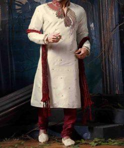 Sherwani Homme - Ensemble 3 pièces : une longue tunique avec col montant bordeaux et ornée de pierres, un pantalon ainsi que le châle assorti